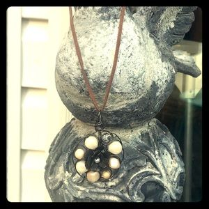 Jewelry - Beautiful wire pendant w metal flower and pearls